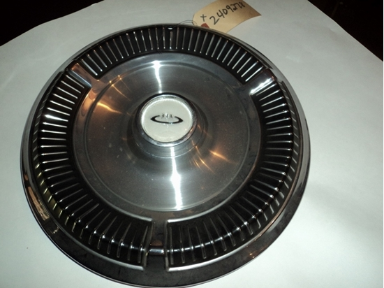 Picture of 1964 Chrysler New Yorker hub cap 2409278